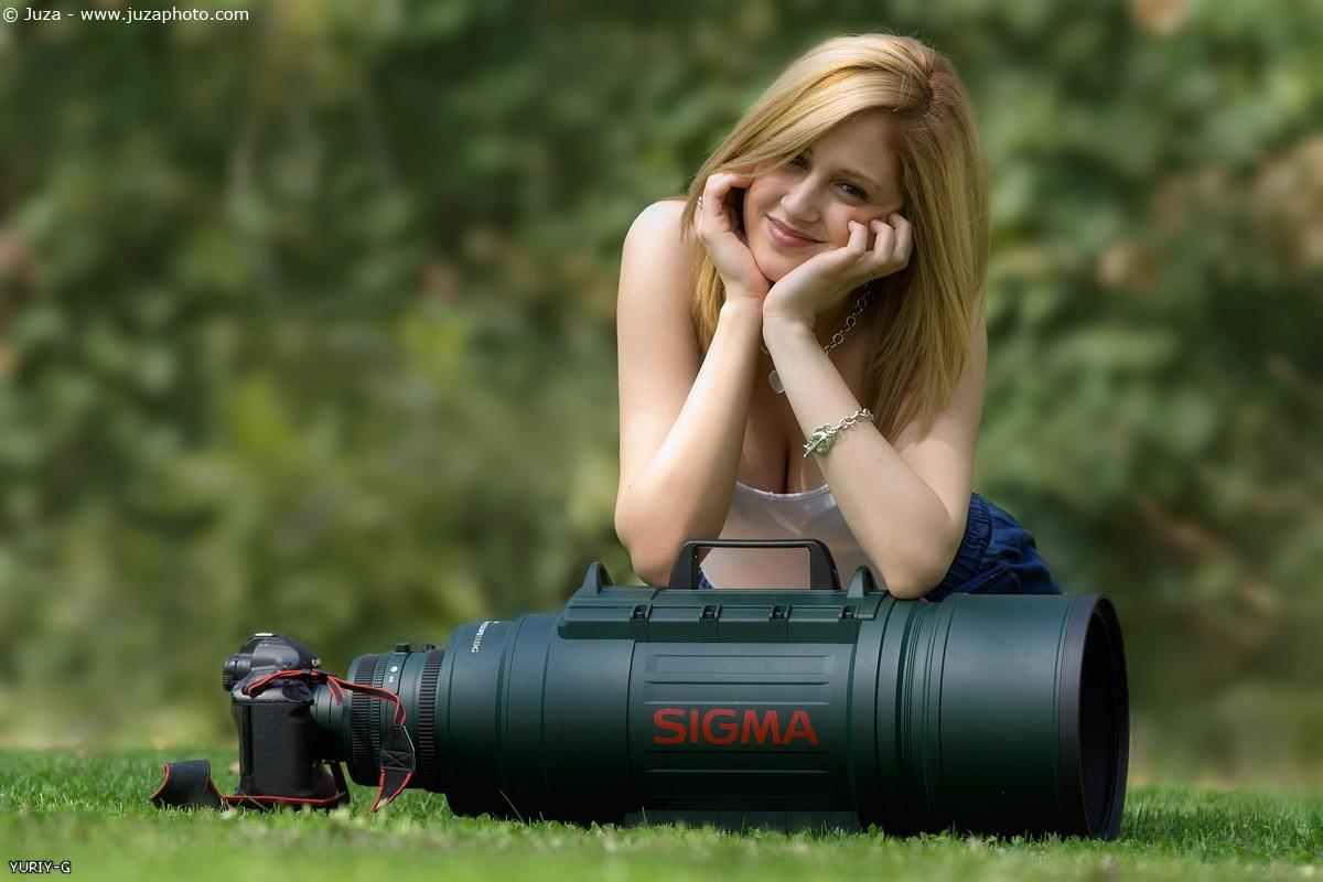 девушка и большой объектив