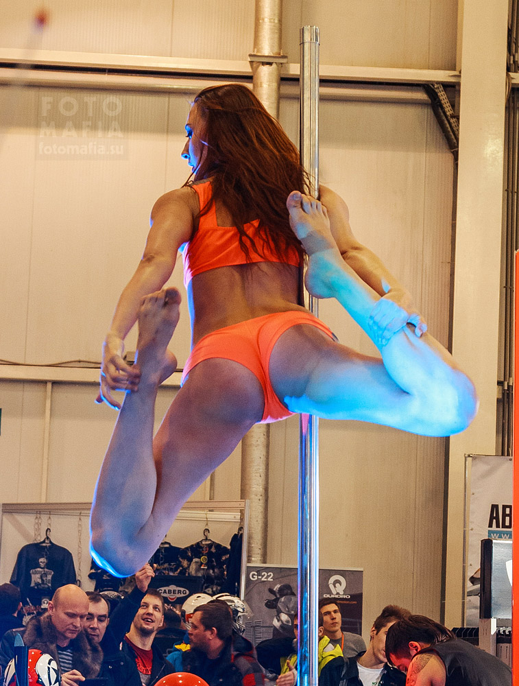 Танец на шесте на выставке Мото Парк 2013
