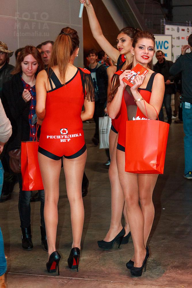 Девушки на выставке Игромир 2013