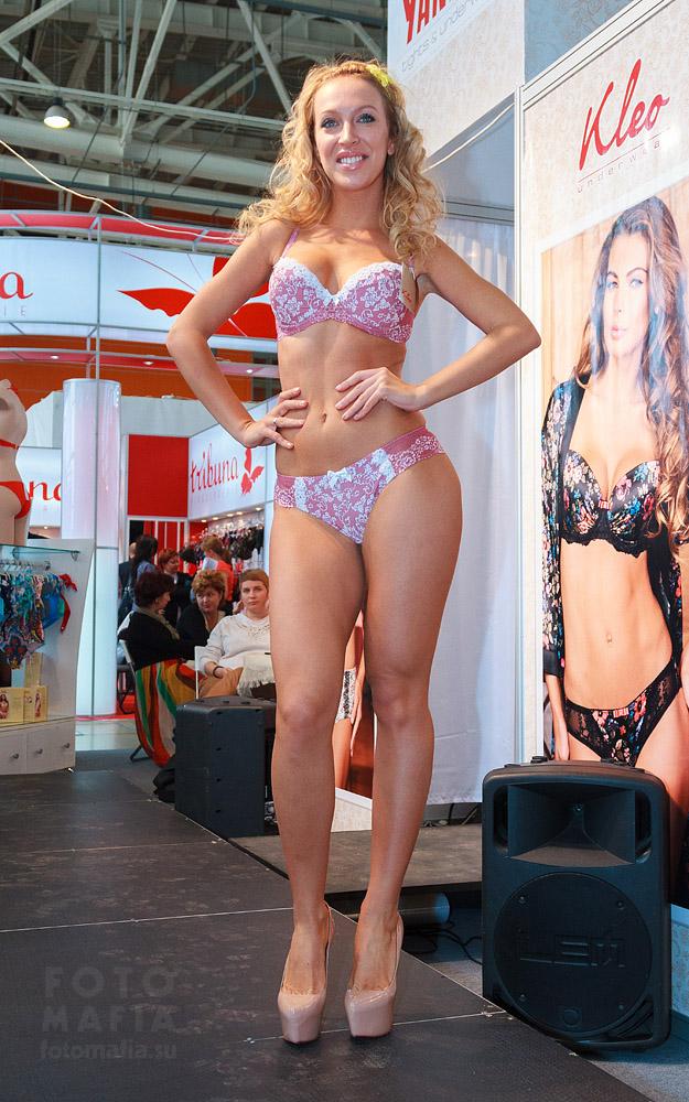 Показ нижнего белья на выставке Текстильлегпром 2013