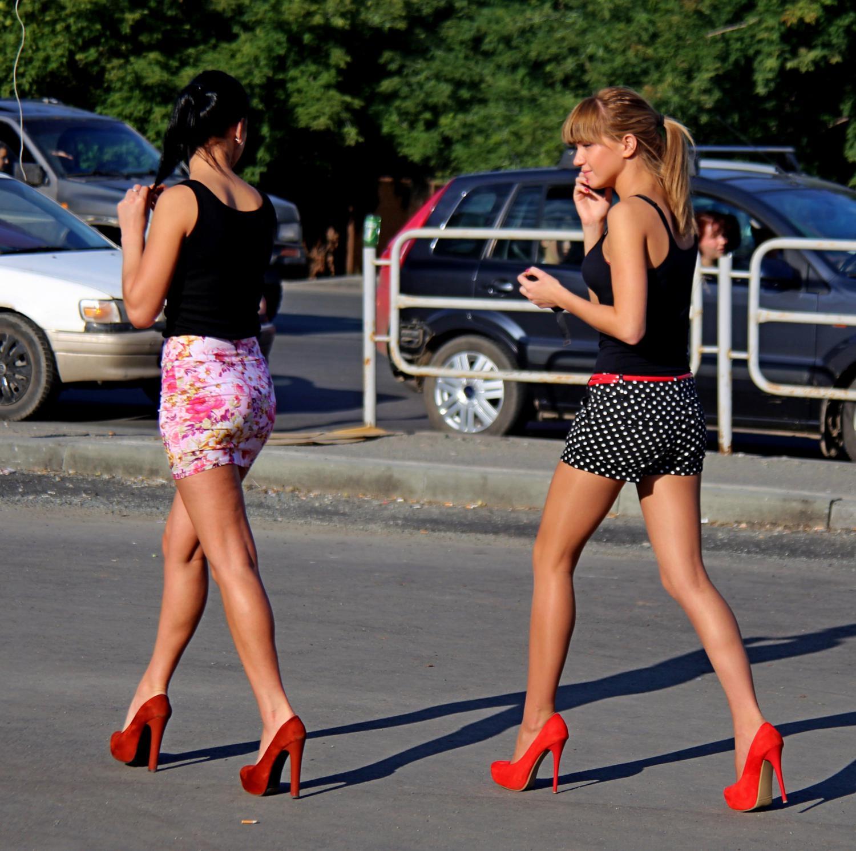 Фото длинноногих девушек в юбке 24 фотография