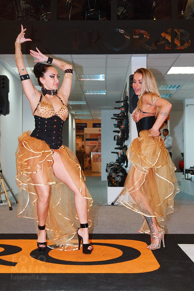 Девушки Interlight 2013 танцуют go-go