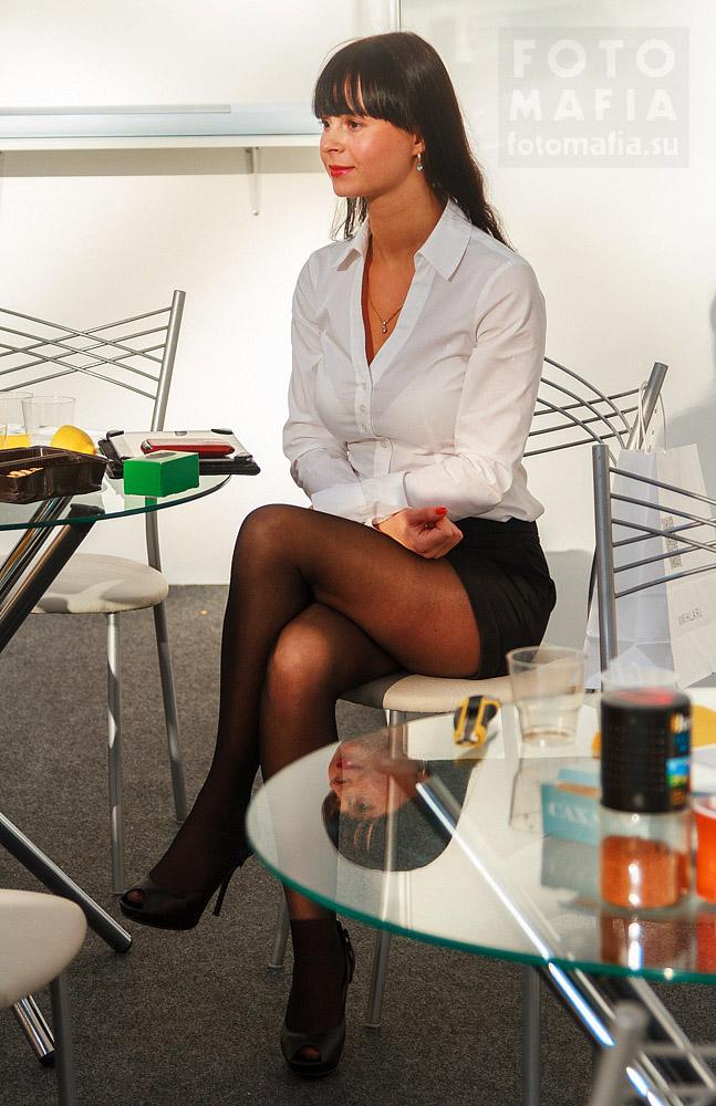 Девушка в колготках на выставке Interlight 2013