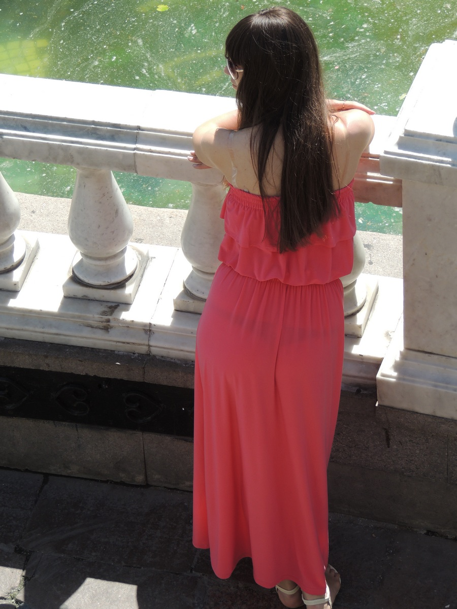 У девушек просвещаются платья 18 фотография