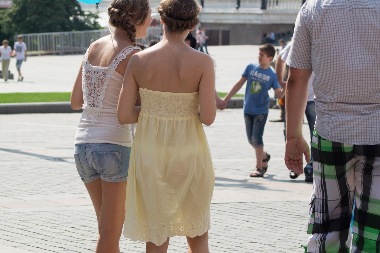 Просвечивающие платья на девушках 1 фотография
