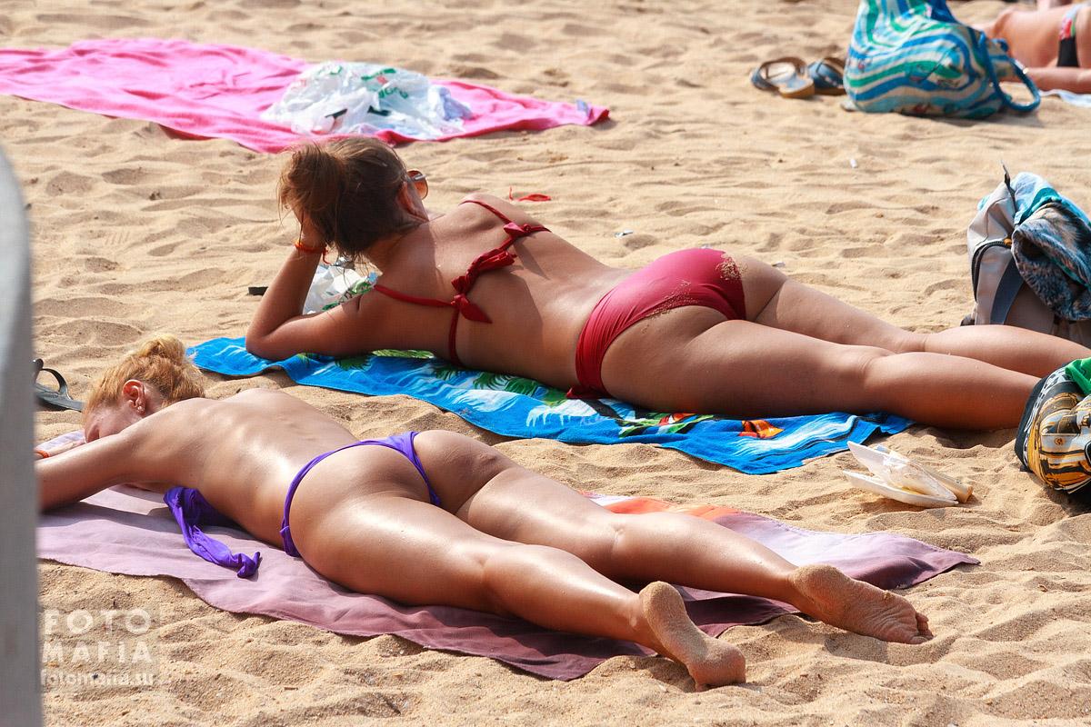 Подглядывания за девушкой на пляже фото 738-785