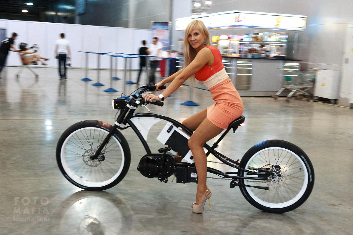 Девушка на выставке Московское Тюнинг Шоу 2012