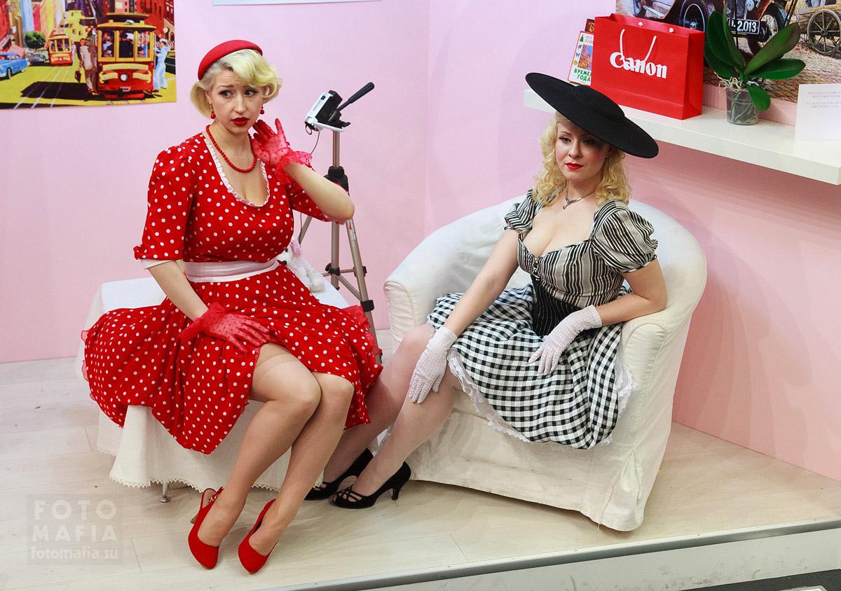 Девушки на выставке Фотофорум 2013