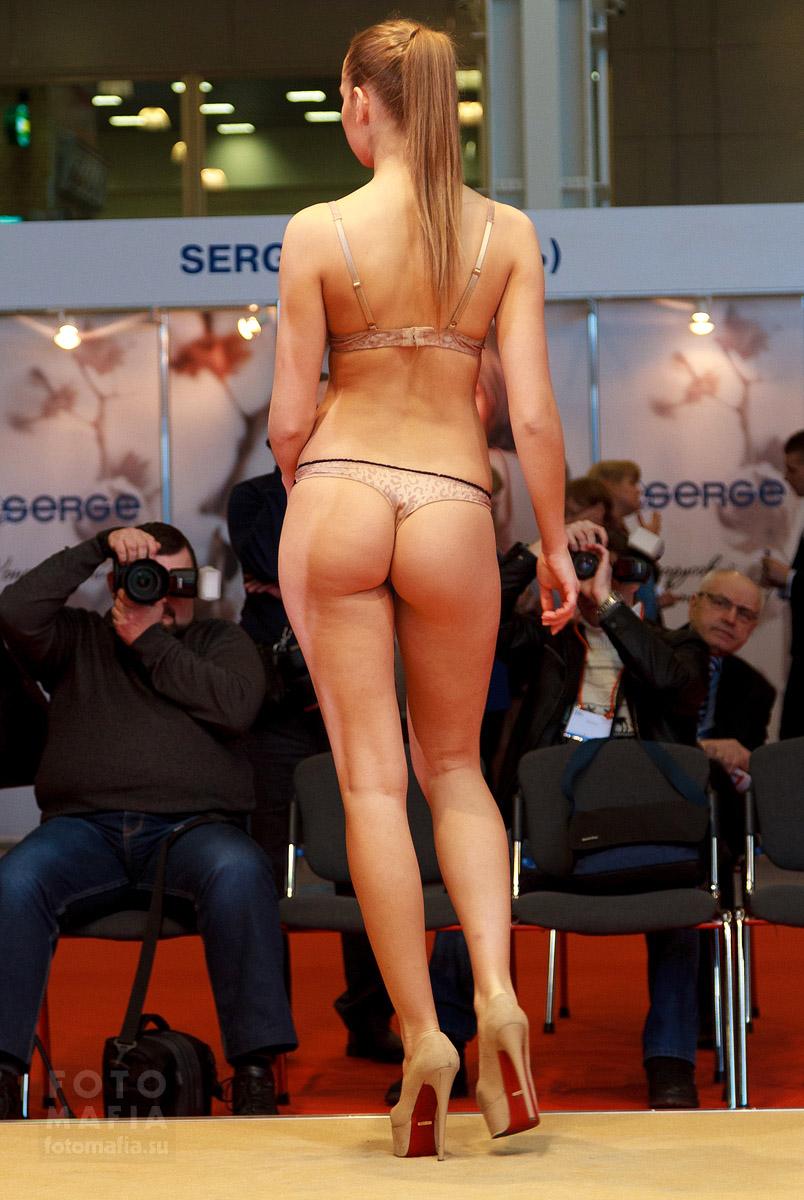 Показ Lingerie-Expo 2014, модель в нижнем белье