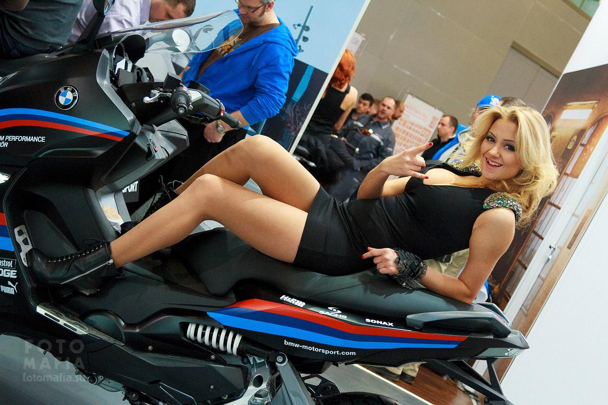 Мото Парк 2014, девушка на мотоцикле