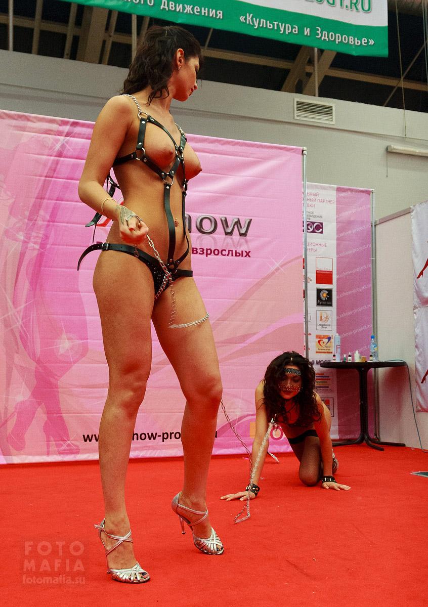Секс-рабыня на цепи