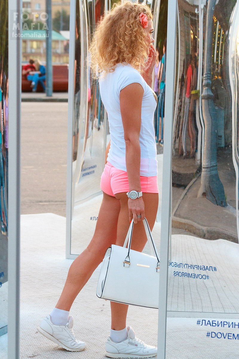 blondinki-v-seksualnih-yubkah