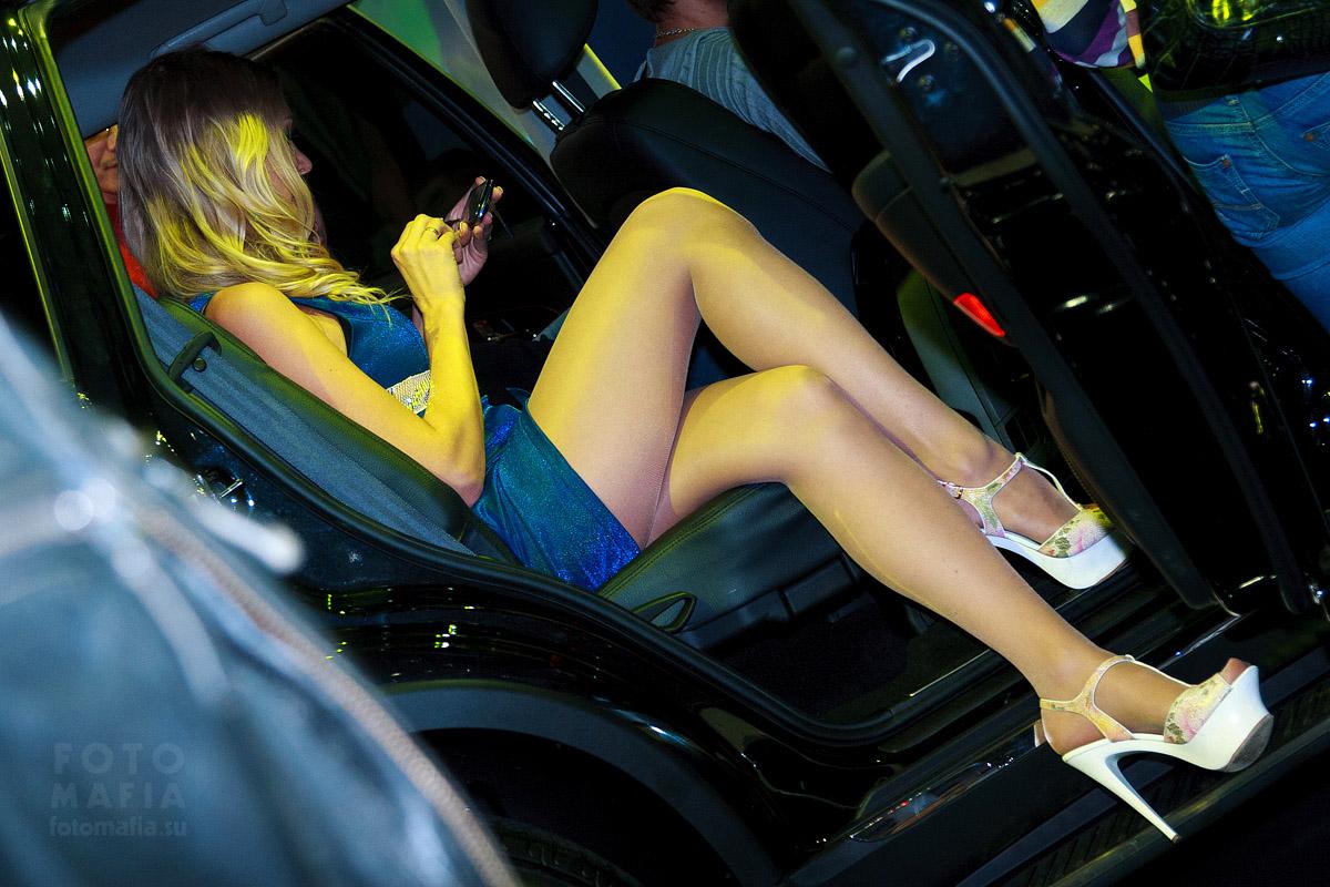 Длинноногая девушка выставки ММАС 2012