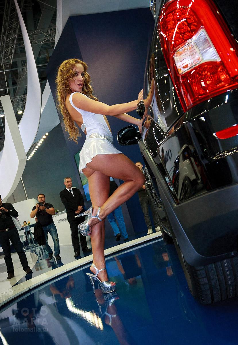 Go-go девушка на выставке ММАС 2012