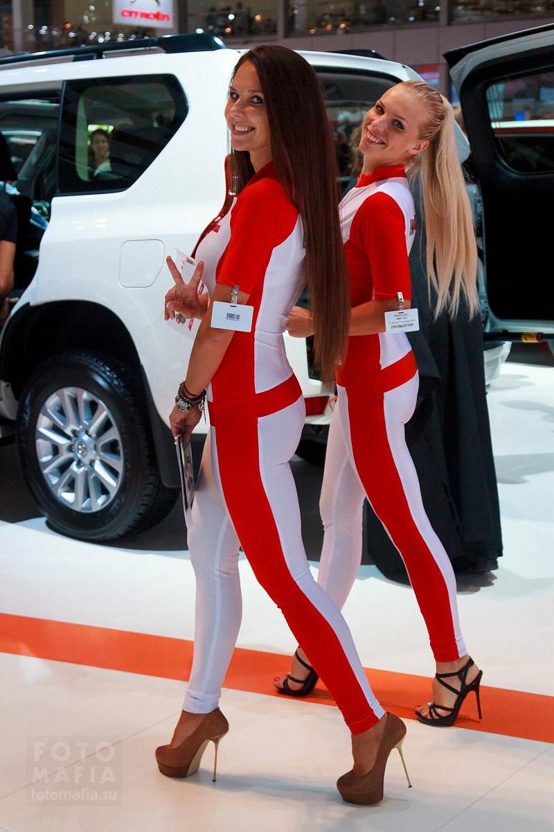Девушки в обтягивающем на выставке ММАС 2014