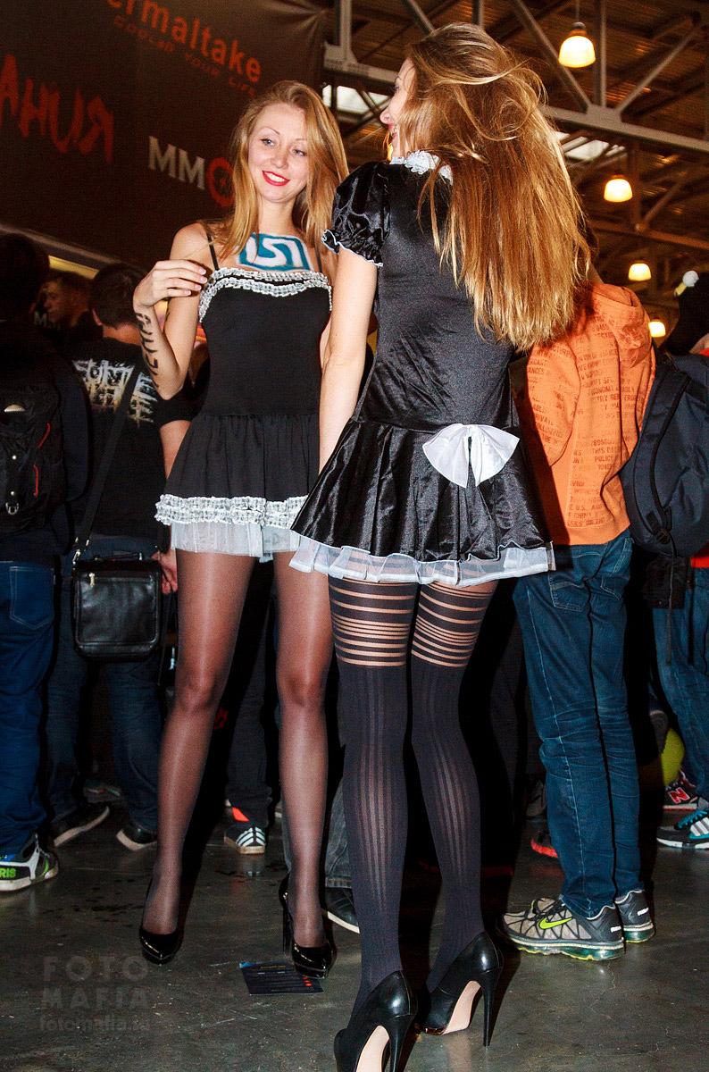 Девушки в колготках на выставке Игромир 2014