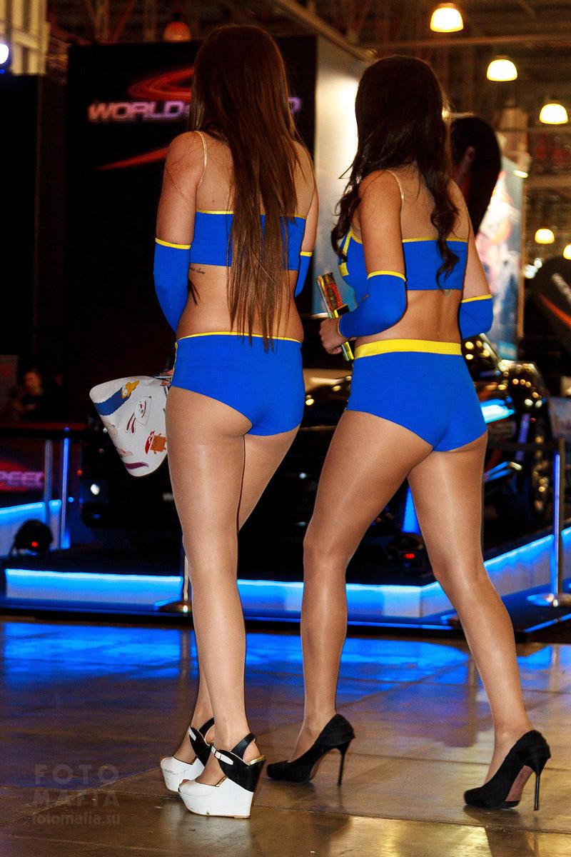 Девушки в шортиках и колготках на Игромире 2014