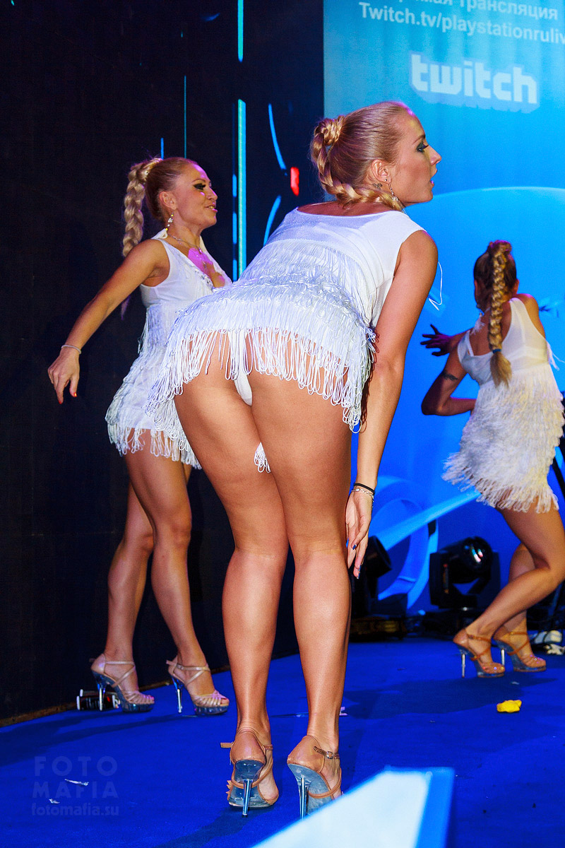 Go-go девушки Игромира 2014