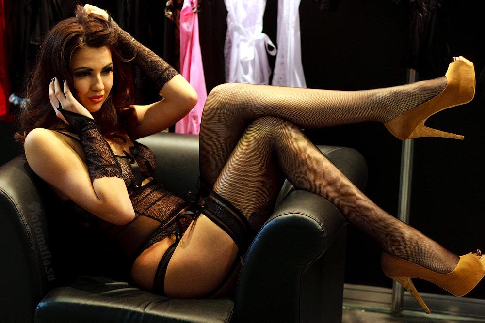 Кружевное белье на модели X'show 2011