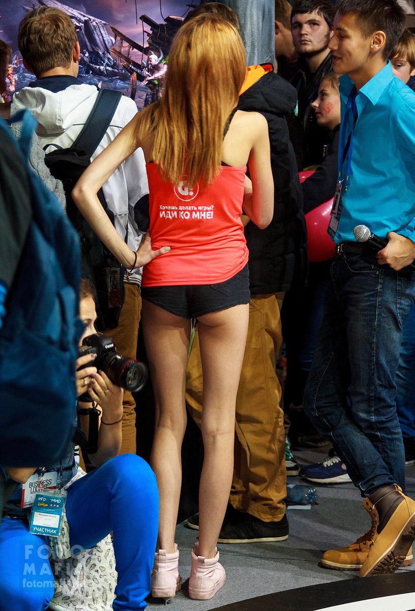 Девушка в мини-шортиках