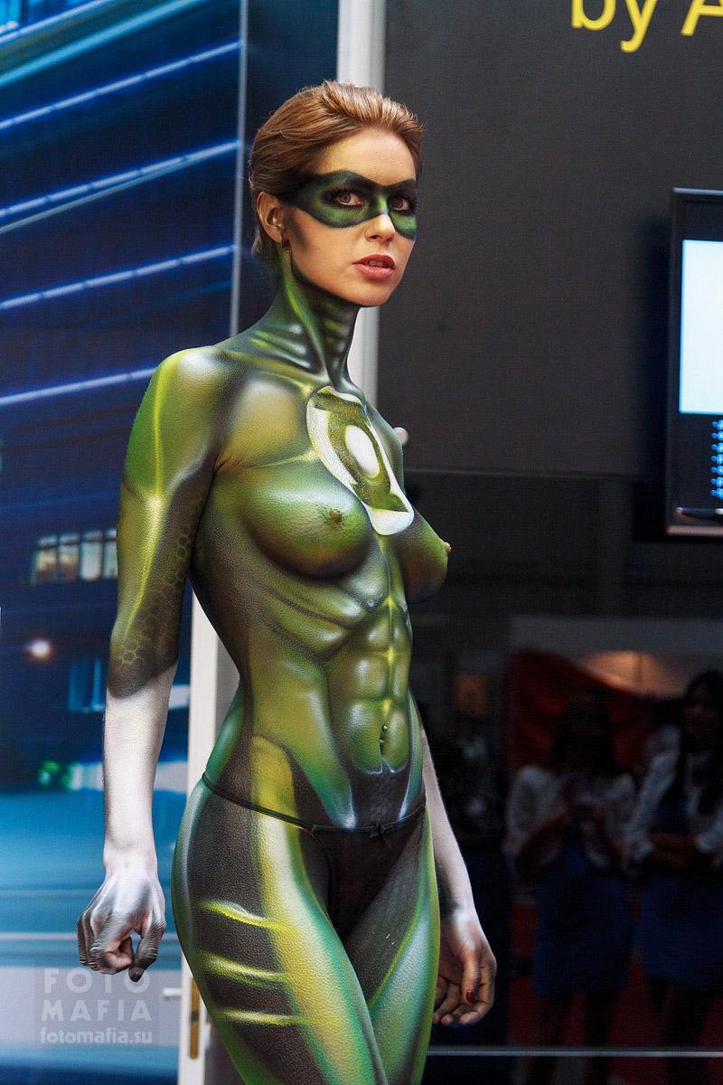Девушка-супергерой Зелёный фонарь в боди-арте