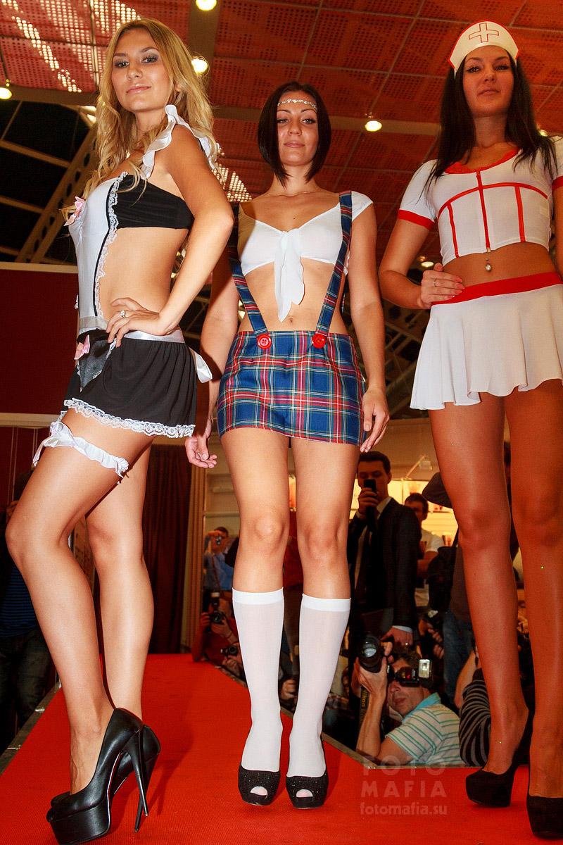Девушки в эротическом нижнем белье на показе X'show 2014