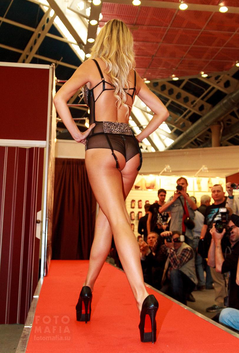 Показ нижнего белья на выставке X'show 2014