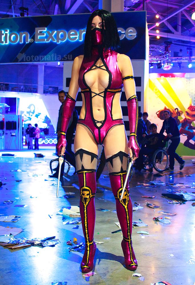 Игромир 2011 - девушки Mortal Combat