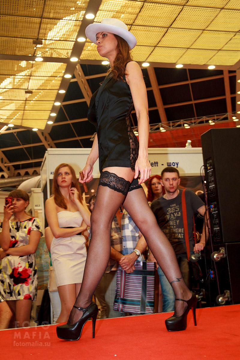 Девушка в чулках на выставке X'show 2014