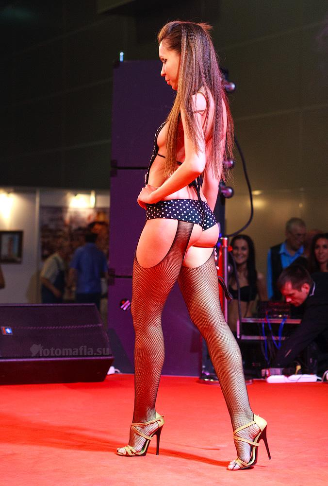 Показ эротической одежды на выставке X'show 2011
