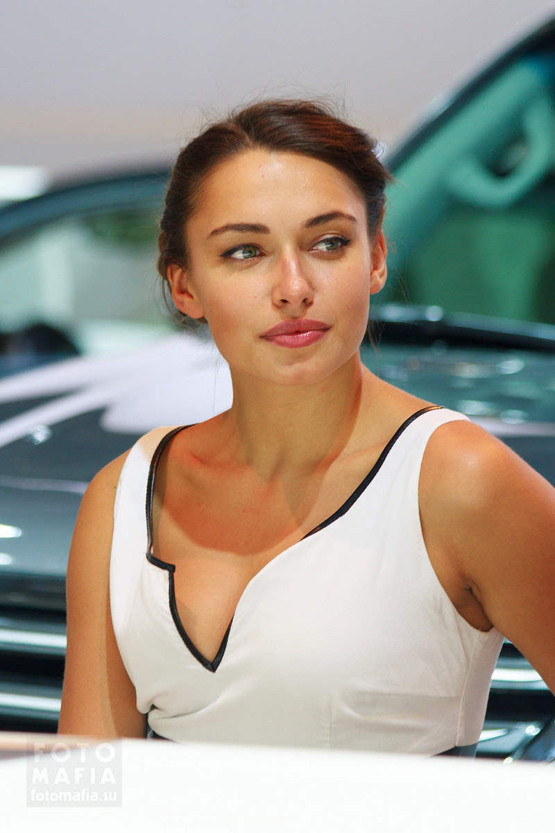 Красивая модель на выставке ММАС 2014