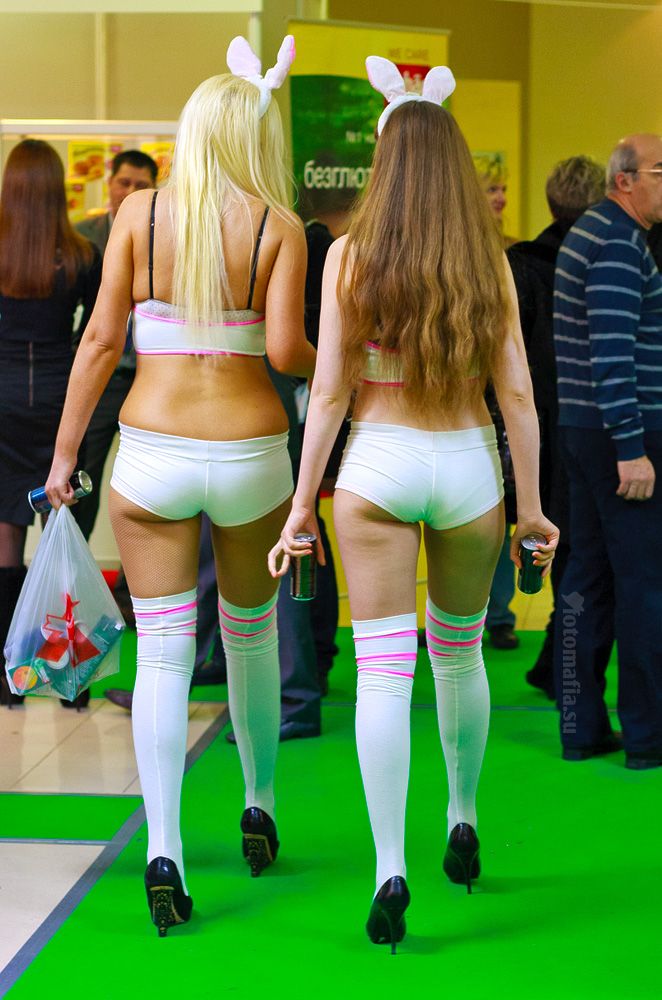 Продэкспо 2012 - девушки Playboy