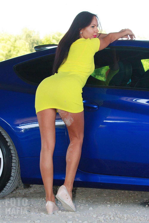 Модель в коротком платье