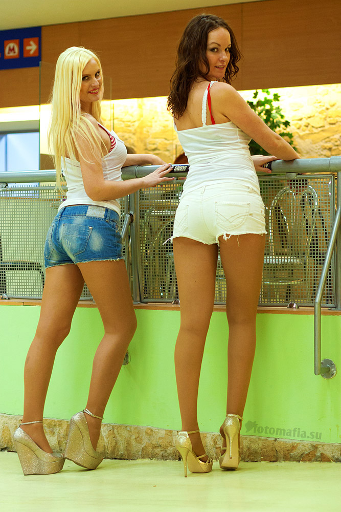 Девушки в мини-шортиках