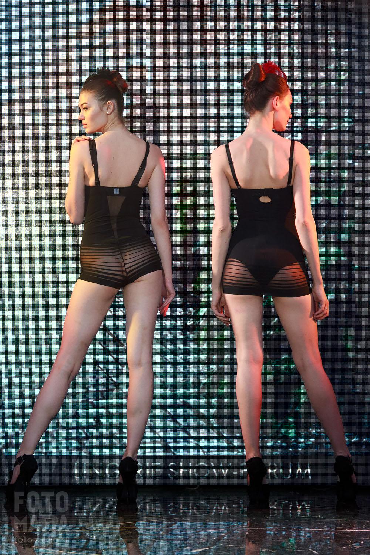 Показ женского нижнего белья
