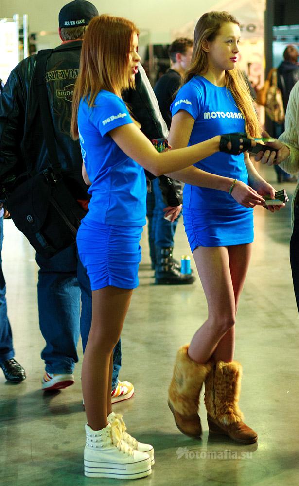 Мото Парк 2012 - девушки в синем