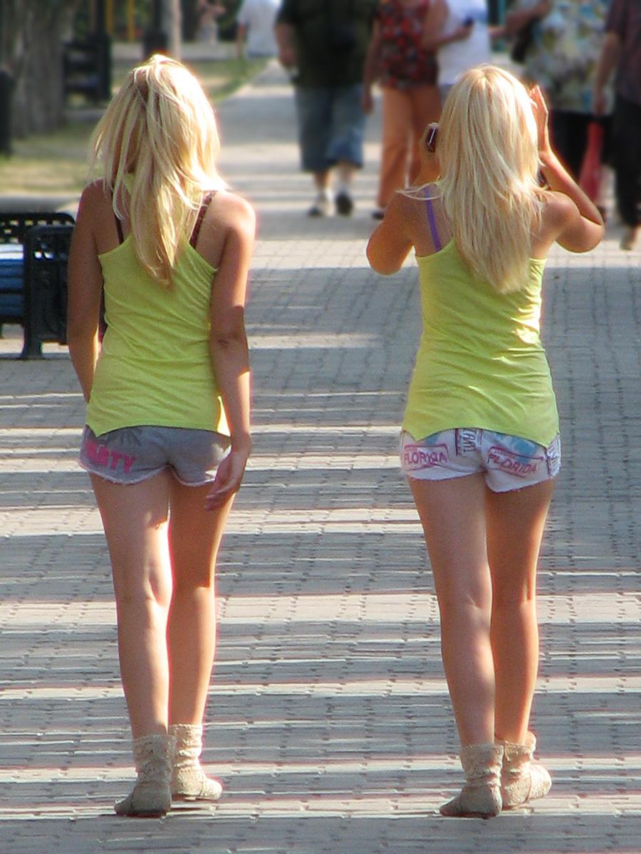Фото девочек в мини шортиках 9 фотография