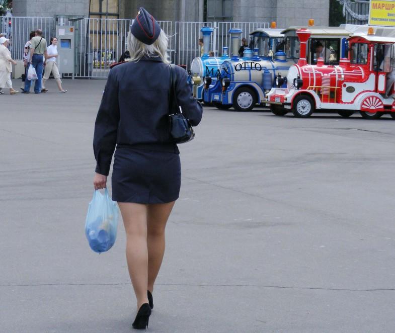Полиция фото девушки под юбкой