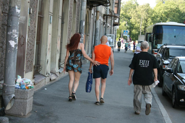 Прозрачная одежда на улице у девушек 13 фотография
