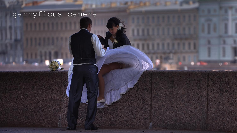 Чулки видно из под платья 11 фотография