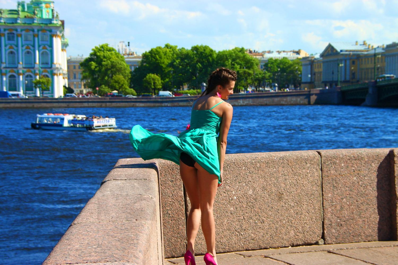 Юбки поднятые ветром фото 6 фотография
