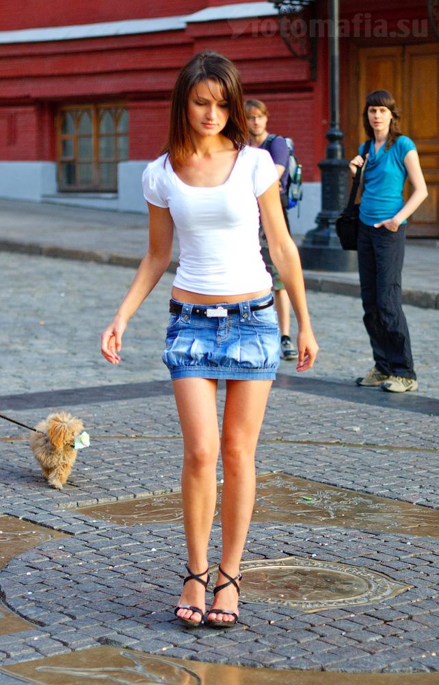 телки в джинсовых мини юбках-хв6