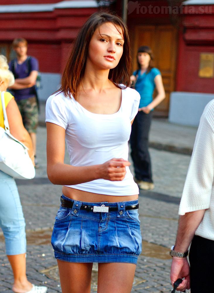 телки в джинсовых мини юбках-хв3