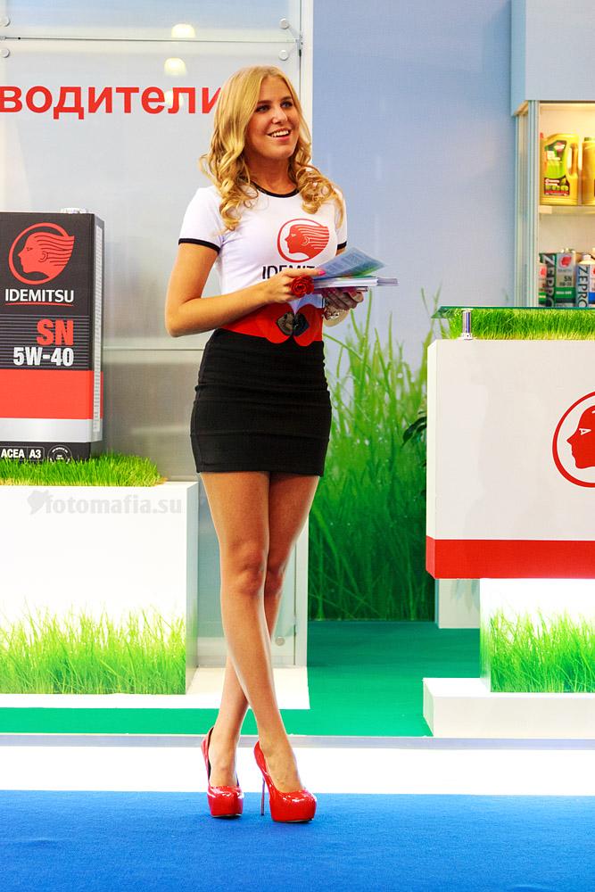 Стендистка с длинными ногами на выставке Интеравто 2012