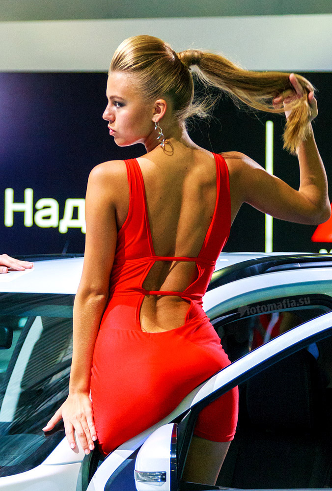 Девушка Mitsubishi на Московском Международном Автомобильном Салоне 2012