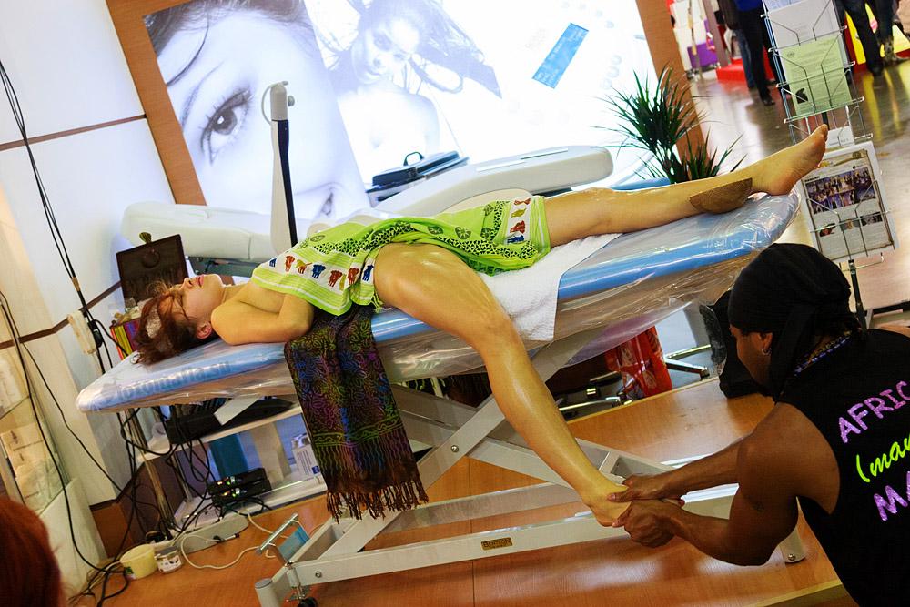 Девушка Интершарм массаж.