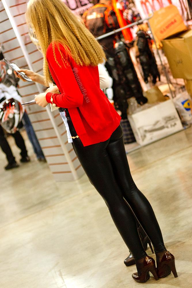 В леггинсах девушка мото парка 2011.