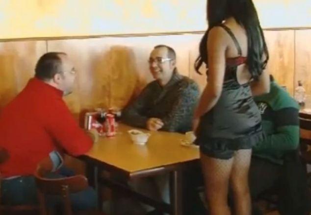 официантки в нижнем белье