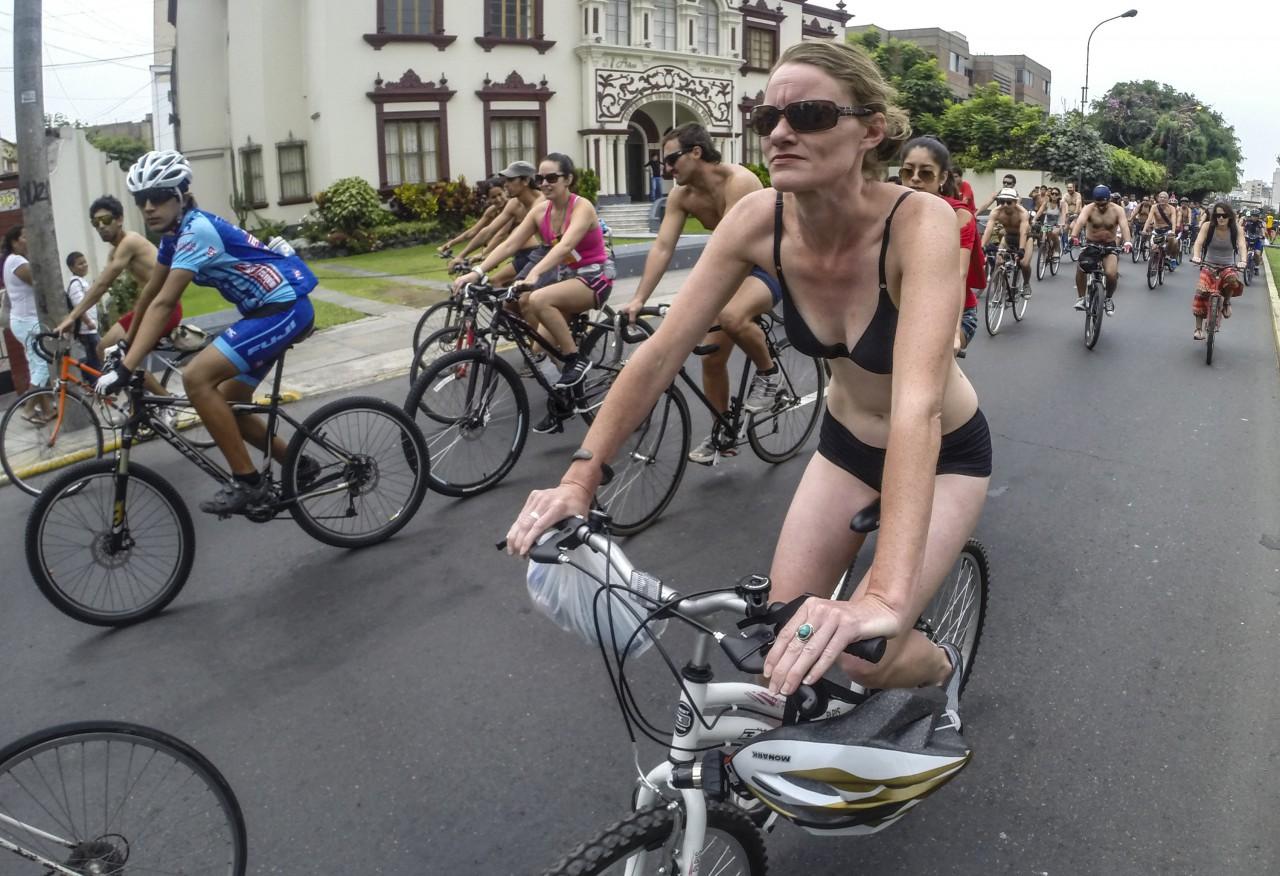 голый заезд на велосипедах
